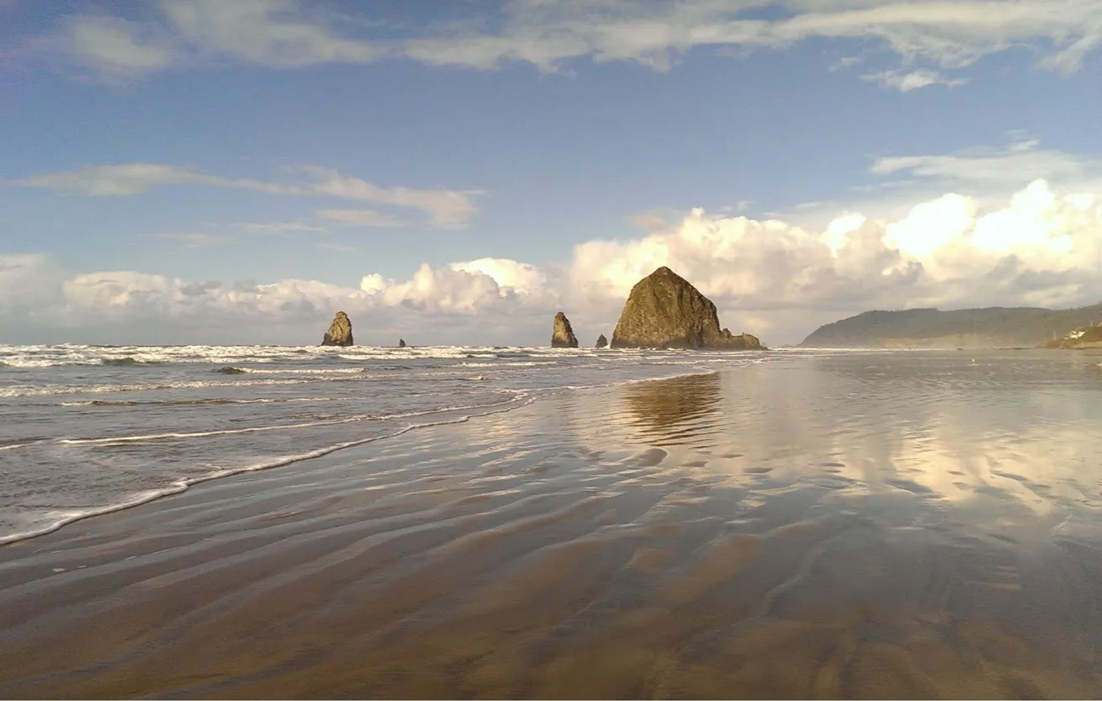 Photo of Haystack Rock and the Needles Rocks off Cannon Beach, Oregon