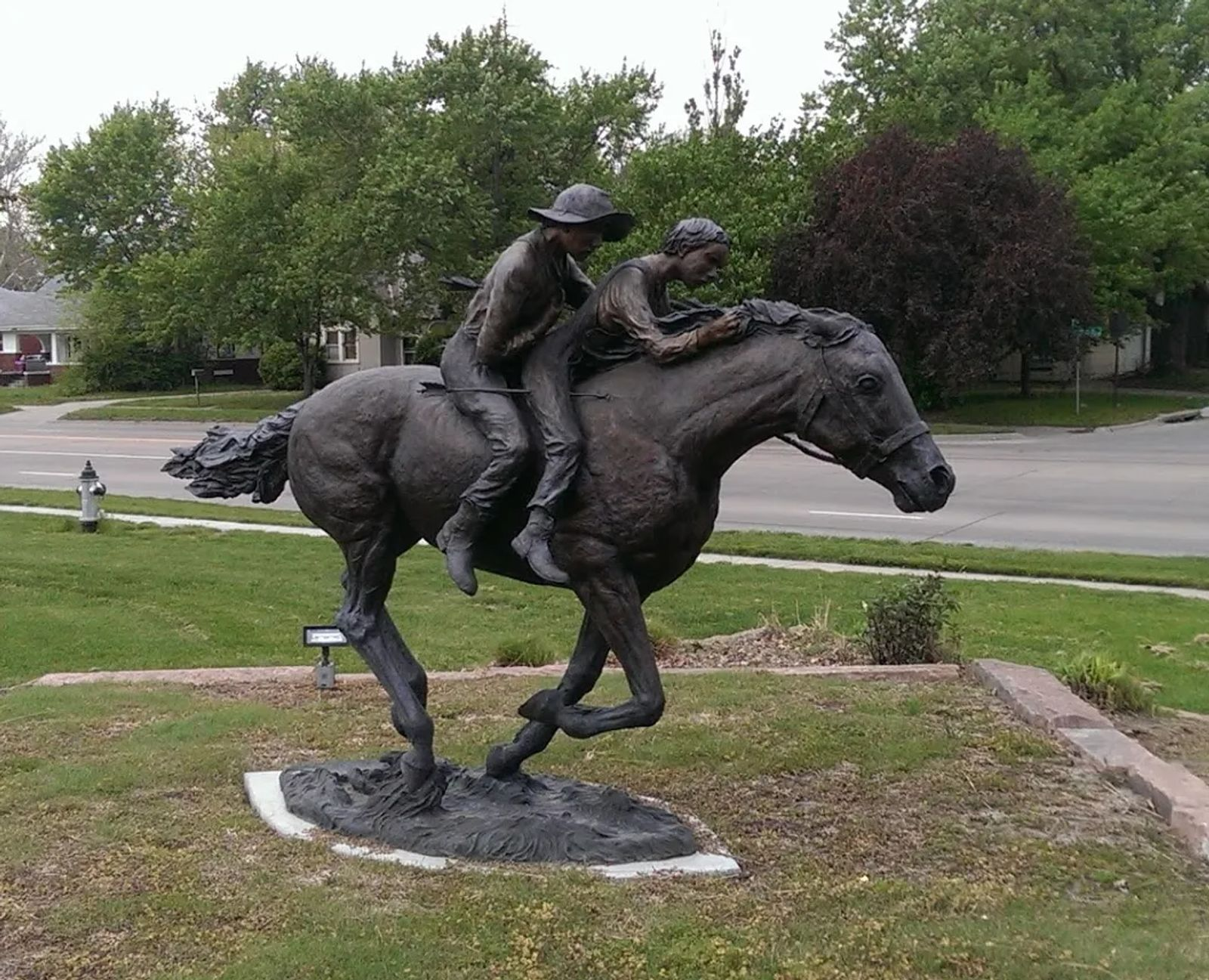 Photo of a statue depicting the Martin Brothers incident, in Hastings, Nebraska