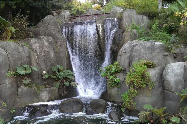 Photo of waterfall that runs into Stow Lake in San Francisco, California