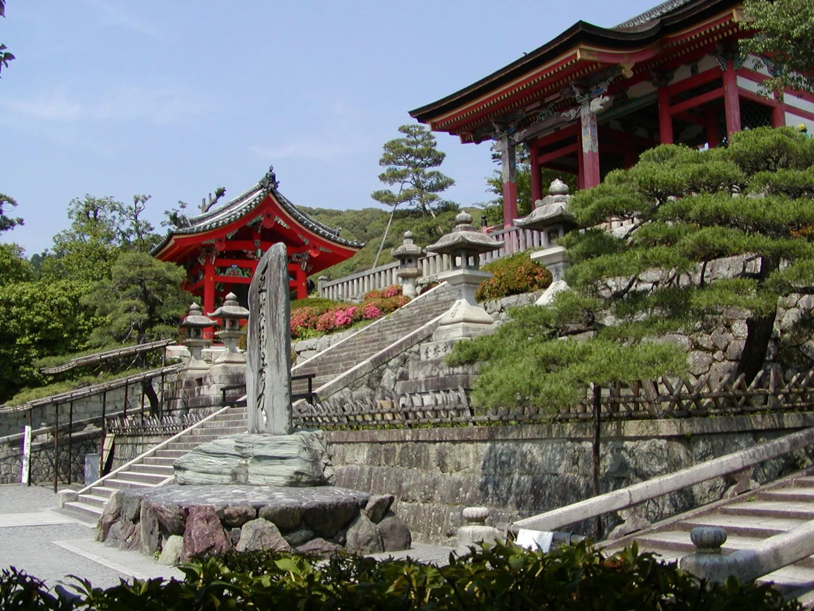 Photo of The West Gate of Kiyomizu-dera temple in Kyoto, Japan