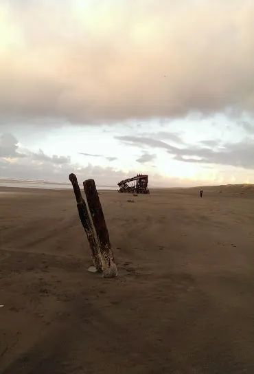 Photo of The Peter Iredale shipwreck, near Warrenton, Oregon